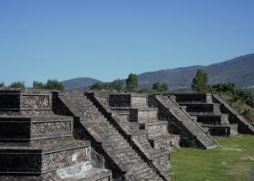Teothihuacan: Am Platz des Mondes