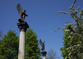 2-Engel-auf-Säulen_quer_1.1