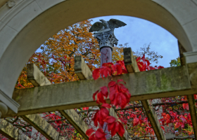 Schlosspark Glienicke: Preußens Adler sieht alles