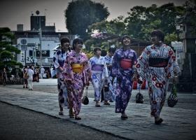 Kamakura_Mädchen_Tempel