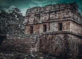 Chichen-Itza_Pyramide-2_1.3