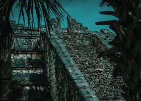 Chichen-Itza_Pyramidenruine_1.1