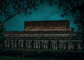 Chitchen-Itza_Tempel-der-Krieger_1.2
