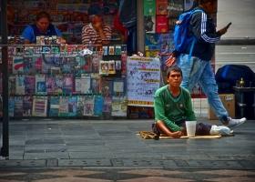Bettler vor der großen Kathedrale