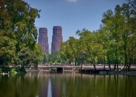 Mexiko_Park-2-Hochhäuser_1.1