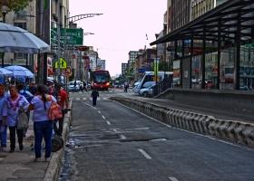 Straße-mit-Bushaltestelle_1.2
