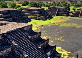 Teothihuacan_Blick von der Mond- auf die Sonnenpyramide