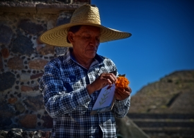 Teothihuacan: Händler vor Mondpyramide